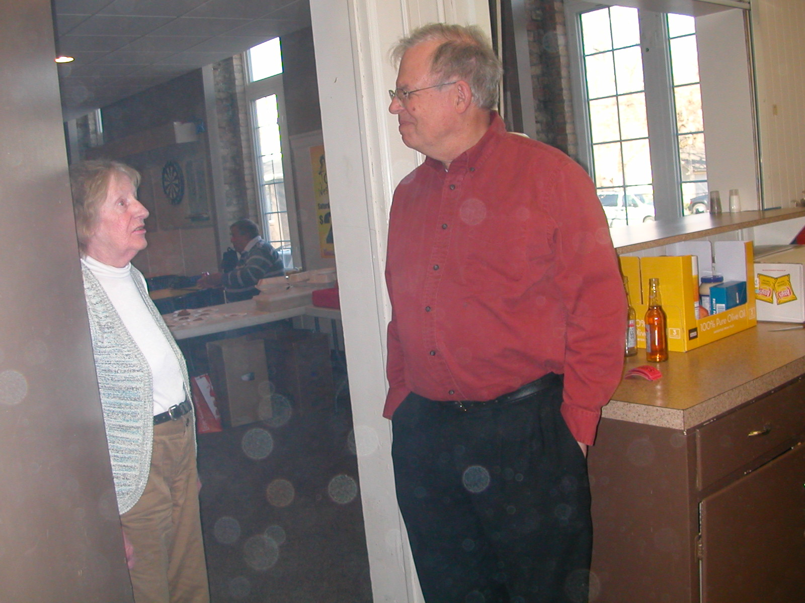 Jerry (W8MSK) chats with Evelyn (KB8ILI).